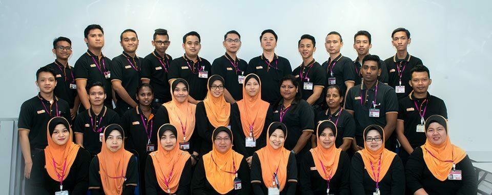 AEON BiG employee staff group photo